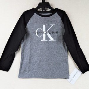 Calvin Klein Boys Long Sleeves T-shirt Size 5